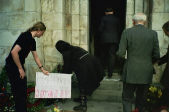 Laying an anti-imperialist wreath on ANZAC Day, Wellington April 2003